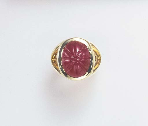 A RUBY AND GOLD RING