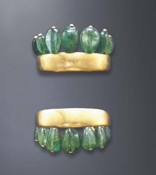 A STYLISH PAIR OF EMERALD AND