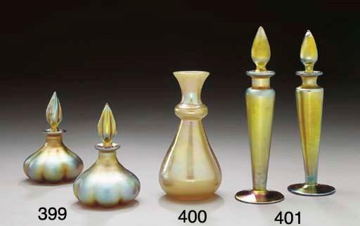 A GOLD AURENE GLASS VASE