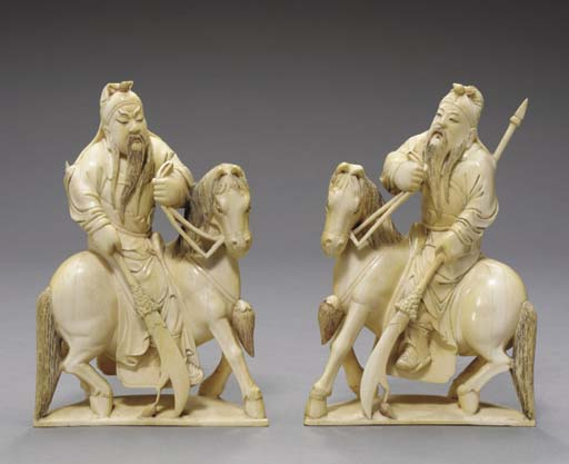A PAIR OF JAPANESE IVORY FIGUR
