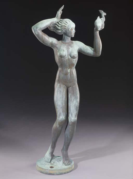 A BRONZE FEMALE FIGURE HOLDING