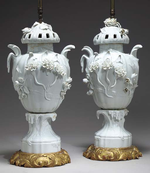 A PAIR OF GILTWOOD-MOUNTED CON