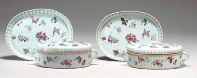 A PAIR OF CHINESE EXPORT SMALL