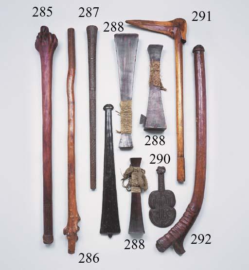 TROIS CASSE-TETES AMAZONIENS
