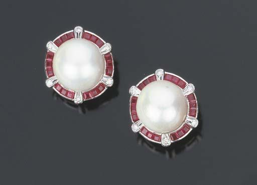 Paio di orecchini con perla australiana coltivata e rubini