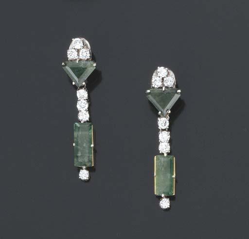 Paio di orecchini in brillanti e smeraldi