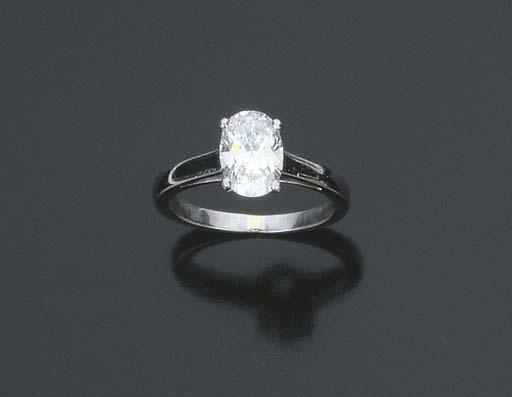 Anello con diamante taglio ovale, firmato Bulgari