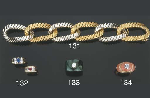 Due anelli in oro con rubino,