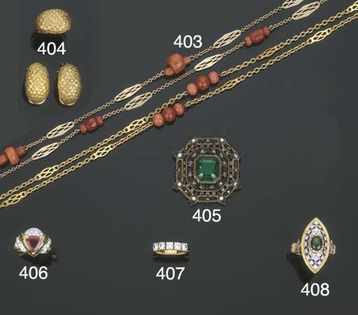 Gruppo di gioielli in oro e ar