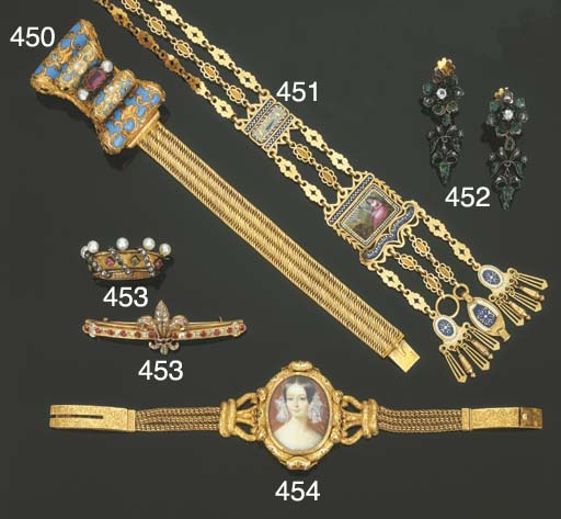 Tre antichi bracciali in oro e