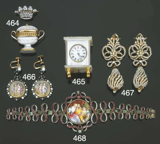 Gruppo di cinque oggetti vari