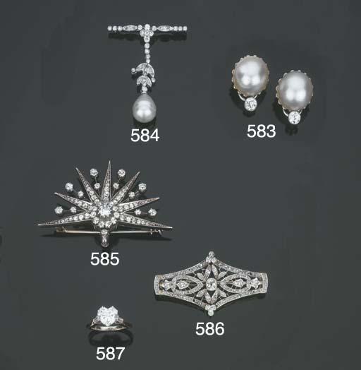 Paio di orecchini in platino c