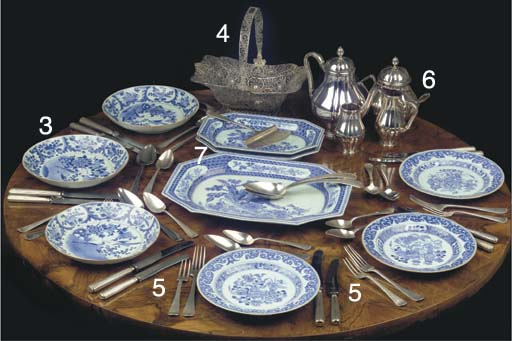 (3) Three Chinese blue and whi