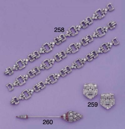 (2) A PAIR OF ART DECO DIAMOND