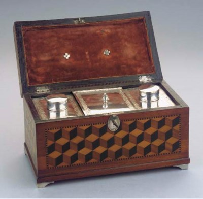 A wooden casket with three Fre