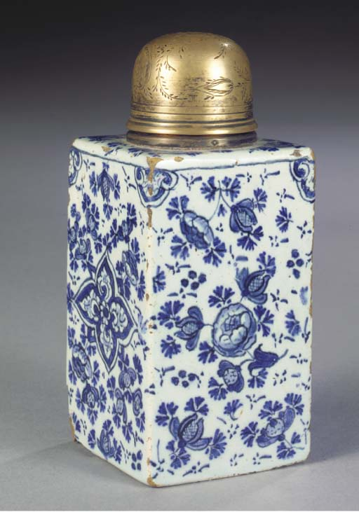 (2)   A Dutch Delft blue and w