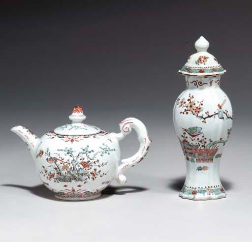(4)   A Delft doré teapot and