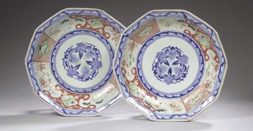 A pair of Imari decagonal dish