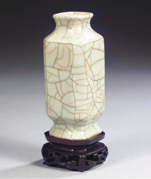 A Guan-type vase