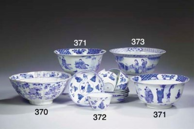 A set of six blue and white te