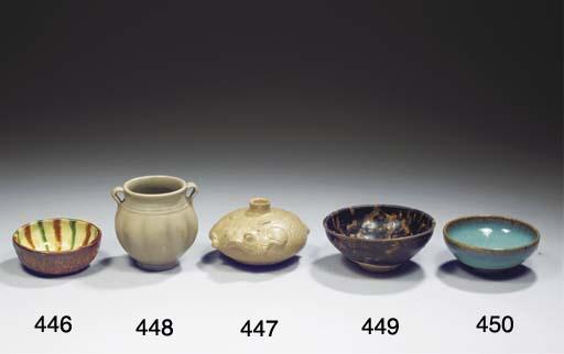 A small Yueyao vessel