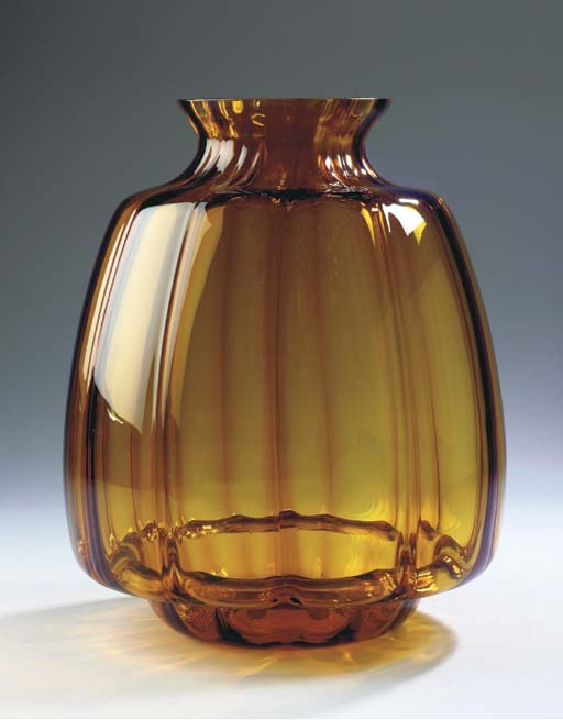 A LARGE AMBER GLASS VASE