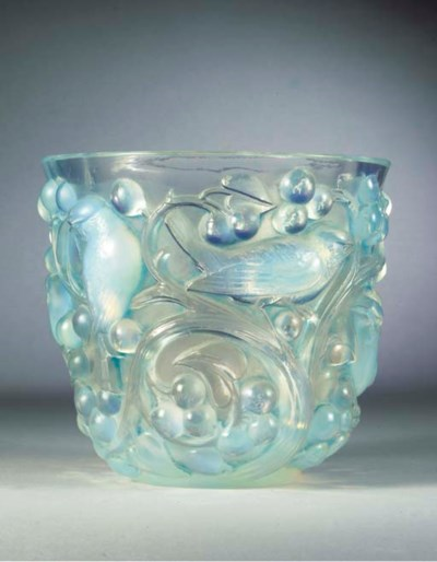 AVALLON, AN OPALESCENT GLASS V