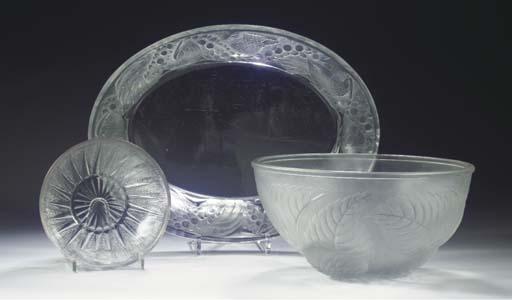 (3)  FAISANS, A GLASS JARDINIE