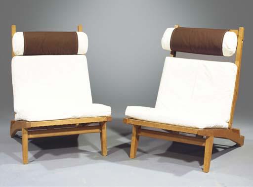 (2) A pair of oak lounge chair