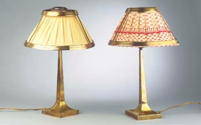(2) A pair of brass table lamp