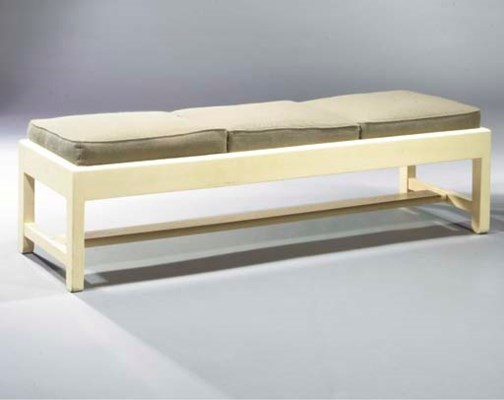 (4) A white lacquered wooden f