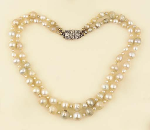 AN ANTQUE TWO ROW PEARL NECKLA