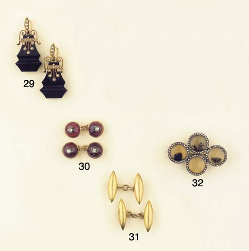 (2) A PAIR OF GOLD CUFF LINKS