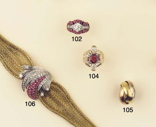 A RETRO DIAMOND AND RUBY RING