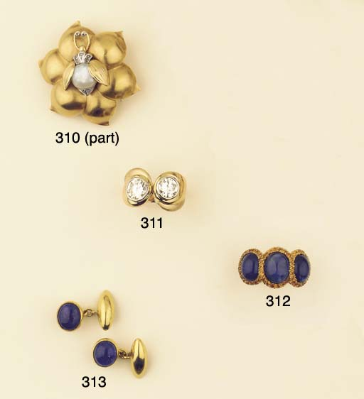 (10) A COLLECTION OF JEWELLERY