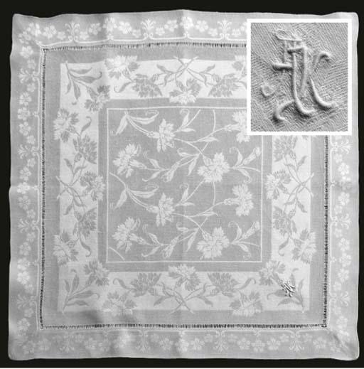 (12) Twelve damask linen tea-n
