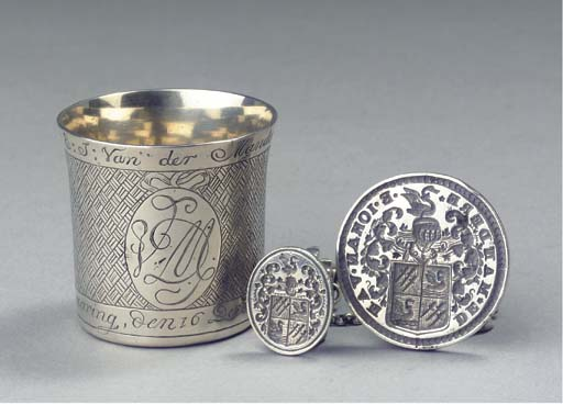 A double signet and a small Du