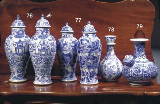 (4) A PAIR OF CHINESE 'VUNG TA