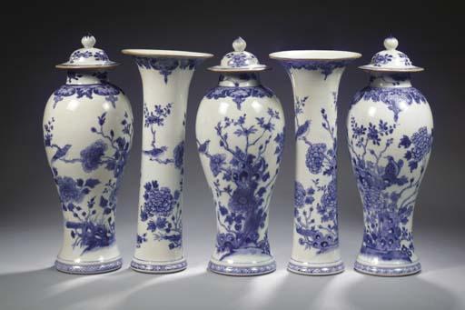 A blue and white five-piece ga