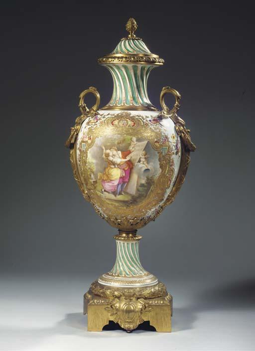 A Sèvres-pattern porcelain gil