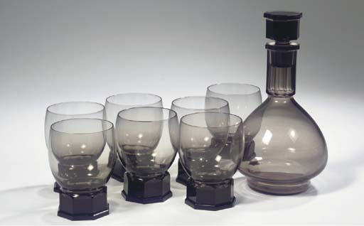 (8) A purple glass whiskey set