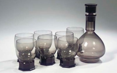 (8) A purple glass whiskey set