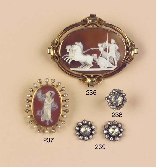 (2)  AN ANTIQUE CAMEO BROOCH