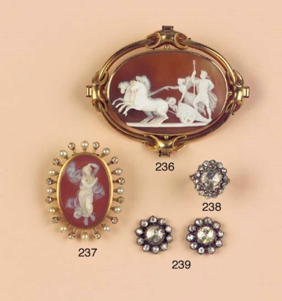 (2)  AN ANTIQUE CAMEO, PEARL A