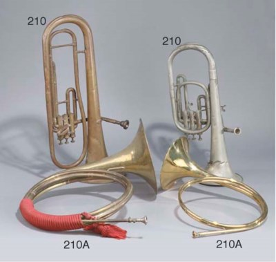 A PAIR OF BRASS HUNTING HORNS