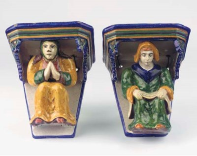 (2) A pair of Italian maiolica