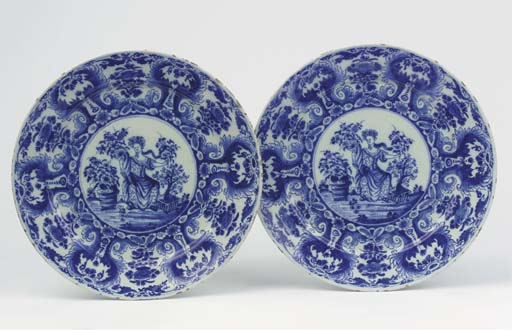 (2)  A pair of Dutch Delft blu
