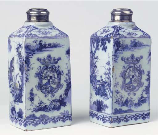 (4)  A pair of Dutch Delft blu