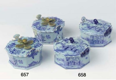 (4)  A pair of Dutch Delft blu