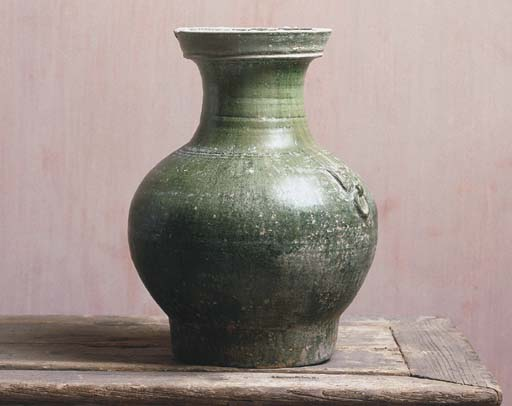 A GREEN-GLAZED HAN-STYLE POTTE